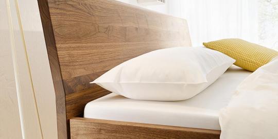 Bett LINEA PURA Eiche mit Holzkufe