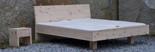 Bett LINEA PURA Zirbe mit Holzkufe