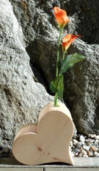 Zirbe Herz mit Blumenvase